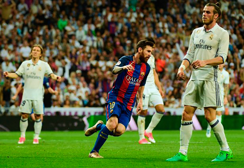 Barcelonas Argentinian - Messi scores after elbow to the face