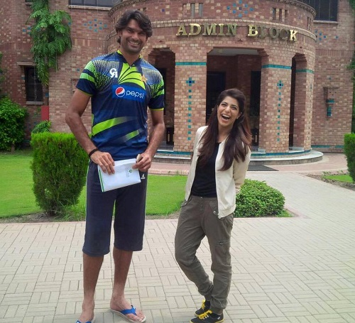 Meet Haq Nawaz From Bahawalpur - Probably The Tallest Man In The